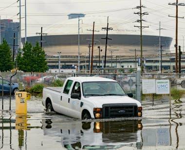 La ciudad de Nueva Orleans comienza a sufrir las primeras inundaciones