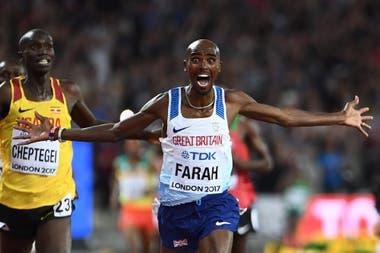 Farah celebra en el Mundial de Londres 2017: fue la última vez que corrió en pista