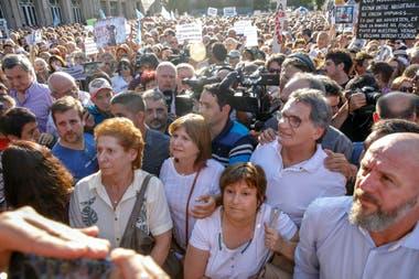 Sara Garfunkel junto a Patricia Bullrich, Graciela Ocaña, Claudio Avruj y Waldo Wolff en el acto por Nisman