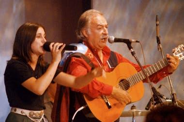 Soledad Pastorutti, una adolescente apadrinada por un veterano del folclore, César Isella