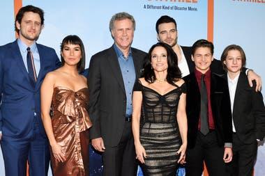El elenco completo de Downhill: Zach Woods, Zoe Chao, Will Ferrell, Julia Louis-Dreyfus, Giulio Berruti, Ammon Jacob Ford y Julian Grey