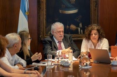Guinness González García y Carla Vicotti se suman al panel de expertos