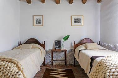 Cubrecamas, pies de cama y alfombra de los tejedores Sergio Portal y Espiridón Mamaní, de la Feria Campesina de Volcán.