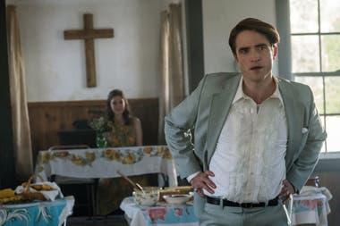 Robert Pattinson se pone en la piel de un perverso pastor en el film El diablo a todas horas