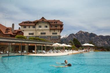 El acceso a la piscina, será con reserva previa.