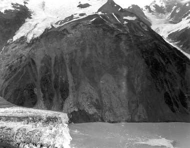La noche del 9 de julio de 1958, en una bahía de Alaska ubicada en el límite con Canadá, se registró la ola más alta de la historia, así como también un devastador megatsunami (Don Miller/USGS)