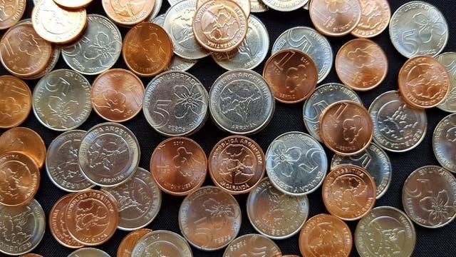 Las monedas de $1 y $5