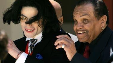 La relación entre Michael y su padre pasó por distintos momentos: desde denuncias por abuso hasta expresiones de admiración mutuas