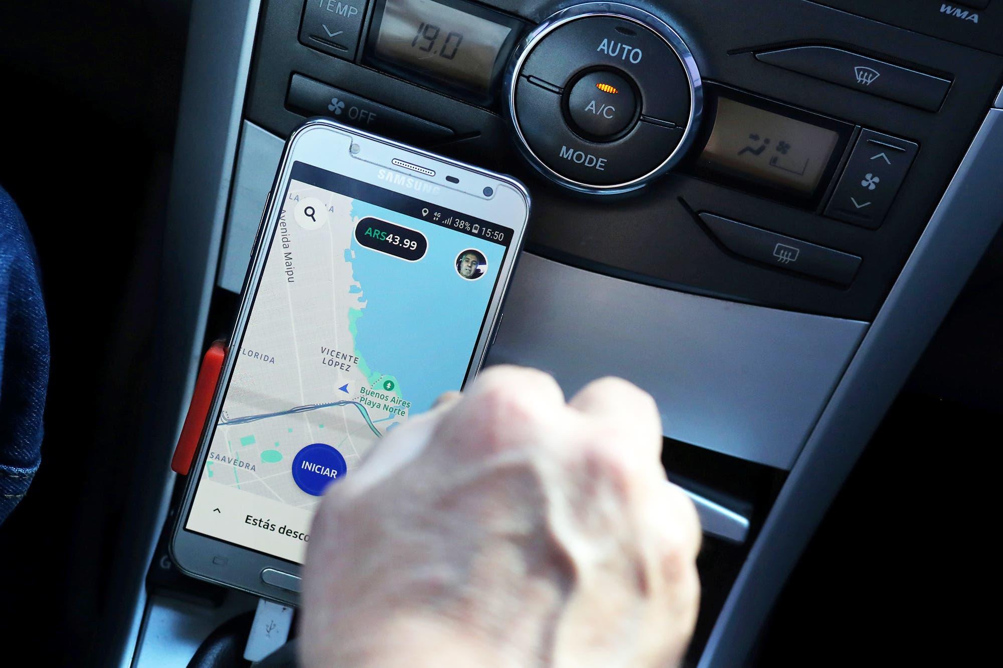 Polémica en Uber: comenzará a cobrar las comisiones retroactivas a los choferes