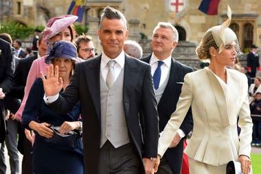 Robbie Williams llegó a la boda junto a su mujer