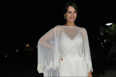 c4558c8af El vestido de la novia fue diseñado por Paz Cornú