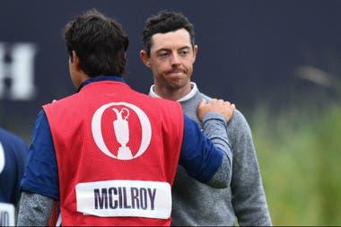 A pesar de una estupenda vuelta de 65 golpes (-6), la mejor de la segunda jornada, el local Rory McIroy se despide del Abierto Británico jugando en la cancha que conoce desde chico, Royal Portrush.