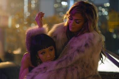 ¿Rumbo al Oscar? Jennifer Lopez, en la película Estafadoras de Wall Street junto a Constance Wu