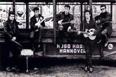 Pete Best, George Harrison, John Lennon, Paul McCartney y Stuart Sutcliffe retratados por Astrid Kirchherr en Hamburgo en1960