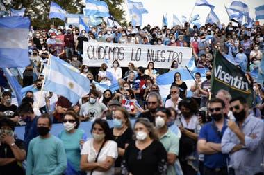 Una multitud durante el banderazo en Avellaneda, Santa Fe, la sede de Vicentin
