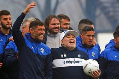 Con Maradona en Gimnasia, un amor incondicional; de alguna manera se reencontraron, porque el técnico lo había citado en sus tiempos de selección y el defensor no pudo participar por una lesión