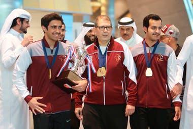 Pedro Merani, coach argentino de bowling en Qatar, es una pieza clave, por su conocimiento zen y de neurociencias, en el crecimiento de Podoroska.