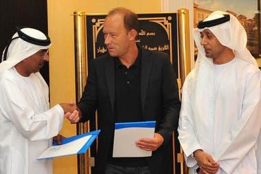 Gabriel Calderón dirigió en cinco países del Golfo, entre clubes y selecciones: Arabia Saudita, Omán, Baréin, Emiratos Árabes Unidos y Qatar; también trabajo en Irán hasta finales de 2019