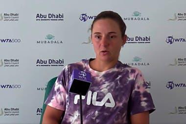 """Nadia Podoroska, que cayó en la primera ronda de Abu Dhabi, dijo: """"No estoy contenta con mi manera de jugar, ni con mi actitud, pero es el primer partido del año y esto recién empieza""""."""