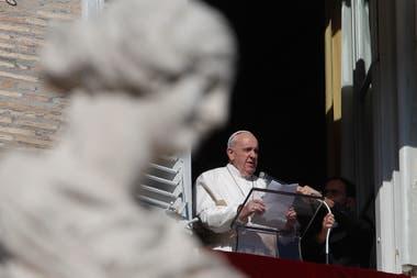 El papa Francisco cambió una ley canónica que hizo oficial que las mujeres puedan ser acólitas y lectoras en la misa, una práctica que ya se da en muchas partes del mundo