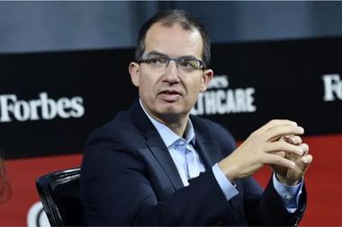 Stéphane Bancel, CEO del laboratorio Moderna que desarrolla vacunas contra el Covid-19, hizo una inquietante advertencia sobre el virus este miércoles en una conferencia