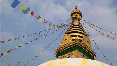 Boudhanat, la estupa más grande de Nepal y del mundo, recibe a peregrinos de toda Asia