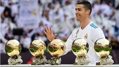 El show de Cristiano Ronaldo  presentó los balones de oro y anotó ... 8c012031cf3d4