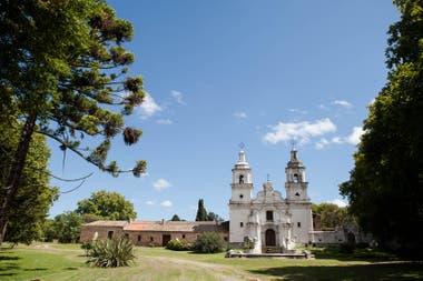 La iglesia de la estancia Santa Catalina, a 75 kilómetros de la Ciudad de Córdoba