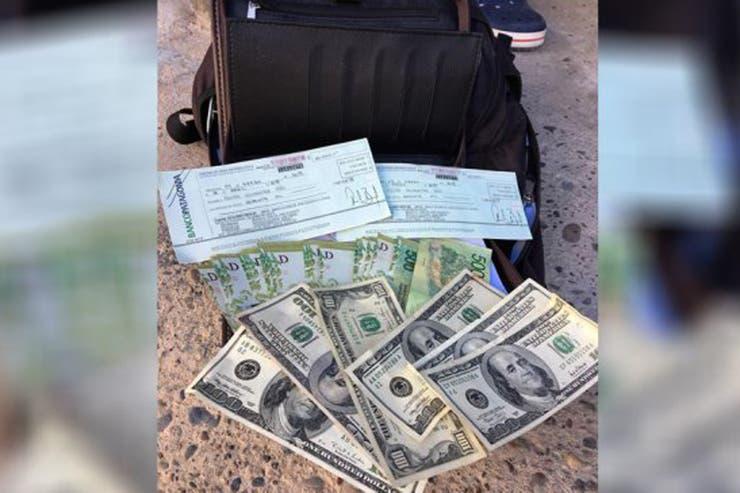 Devolvió millonaria suma de dinero extraviado y recibió inesperada recompensa