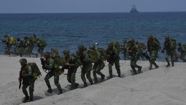 Soldados de Filipinas participan en maniobras militares con fuerzas de Estados Unidos en el mar Meridional de China