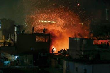 Incendio en la Villa 31 en el barrio porteño de Retiro, Buenos Aires, 3 de Noviembre 2017. Foto Rodrigo Néspolo