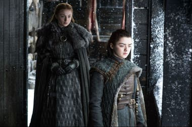 Sophie Turner y Maisie Williams encarnan a las hermanas Stark