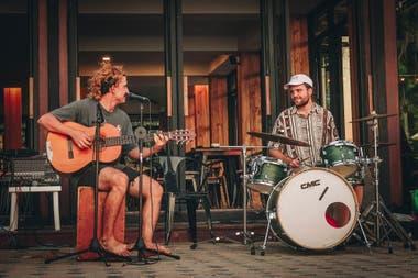 A música de Guampas del Sur tocou em bares, pubs, hotéis e nas ruas da Austrália, Malásia e agora da Tailândia