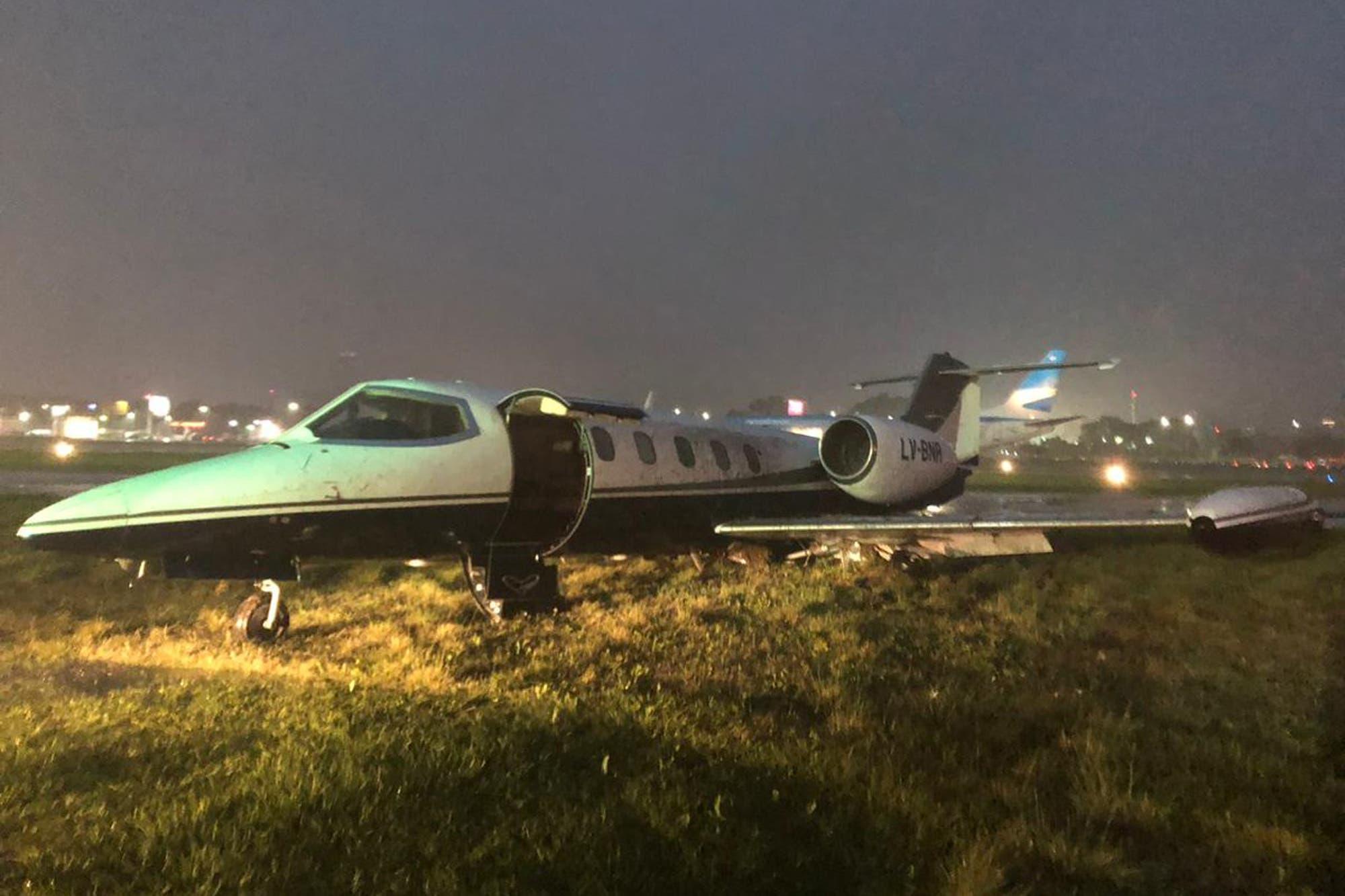 Cerraron Aeroparque por el despiste de un avión sanitario en medio del temporal