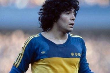 Diego Maradona, con Adidas en 1981