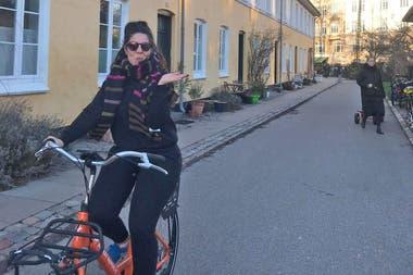 Sofía Leguizamón usa el medio de transporte preferido en Copenhague: la bicicleta