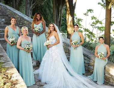 Serena Williams integró el cortejo de damas de honor que acompañó a la novia.