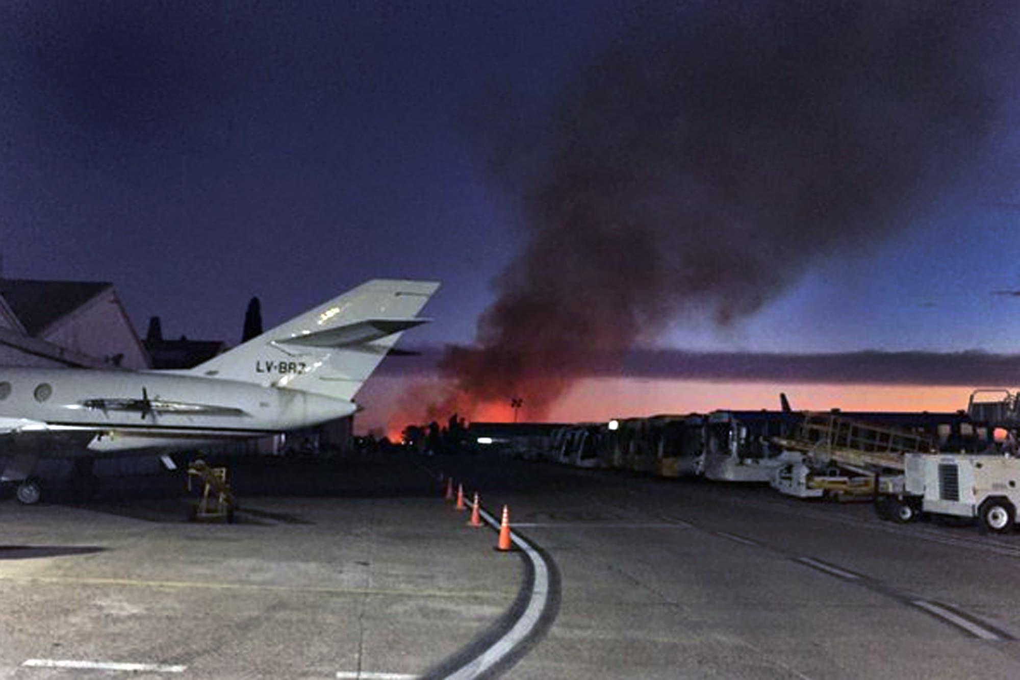 El Palomar: se quemaron unos pastizales cerca de una cabecera del aeropuerto