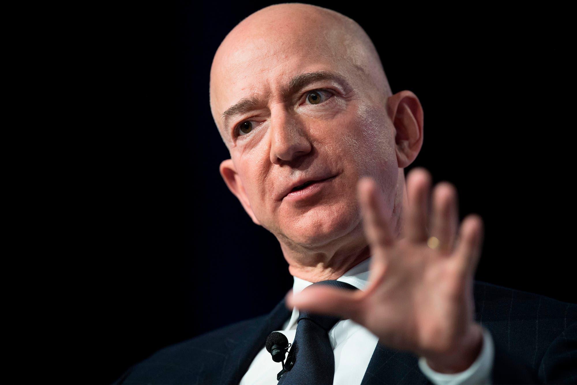 Cómo Jeff Bezos alcanzó los 200.000 millones de dólares, la mayor fortuna personal de la historia