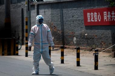 Pekín ha confirmado 159 infecciones de coronavirus desde el pasado fin de semana tras un nuevo foco de contagios en un mercado mayorista