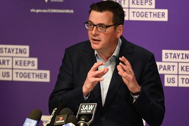 El primer ministro del estado de Victoria, Daniel Andrews, habla durante una conferencia de prensa en Melbourne el 2 de agosto de 2020, anunciando nuevas restricciones para frenar la propagación del coronavirus