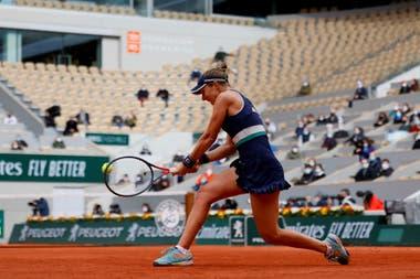 """En París, Nadia Podoroska, que tiene un """"entrenador mental"""", logró aislarse del valioso contexto en Roland Garros y enfocarse únicamente en sus partidos."""