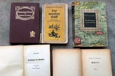 En la casa, que estuvo durante muchos años abandonada, se encontraron libros escritos en alemán, publicados en Berlín en 1935, durante la consolidación de nazismo en Alemania