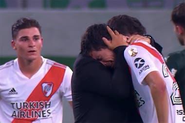 Nacho Fernández llora tras la eliminación por la Copa Libertadores; el volante puede haber jugado en Brasil su último partido en River.