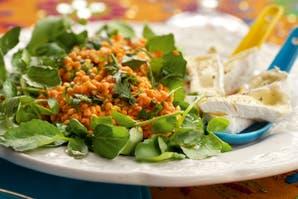 Ensalada de lentejas, naranjas, berro y queso