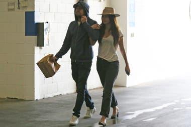 Camila Morrone camina del brazo de Leonardo DiCaprio, luego una cita con el actor