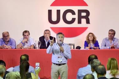 El gobernador mendocino ,Alfredo Cornejo, cuando fue proclamado titular del Comité Nacional de la UCR, en reemplazo de José Corral