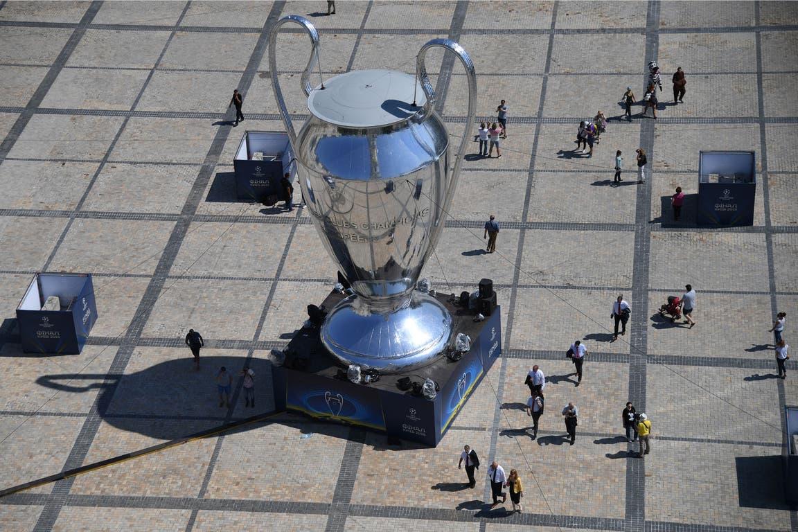 Replica de la copa en la plaza de Kiev