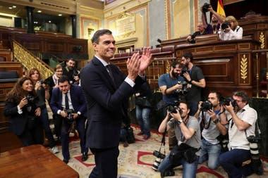 El secretario general del PSOE fue investido hoy presidente del Gobierno tras lograr que prospere en el Congreso de los Diputados la moción de censura presentada por su partido contra Mariano Rajoy