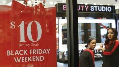 Hay consumidores que esperan durante meses y estudian meticulosamente los descuentos ofrecidos en el Black Friday.